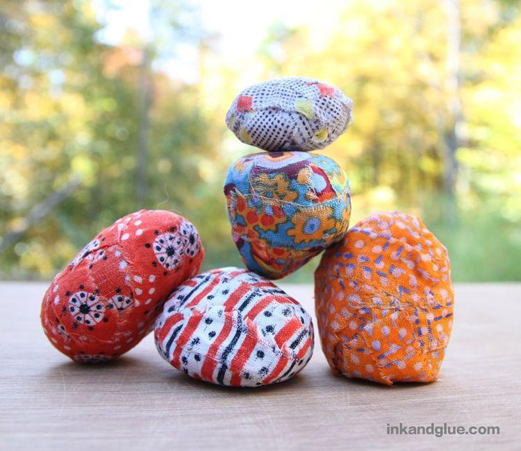 totnens-manualitat-decorar-pedres-amb-roba1