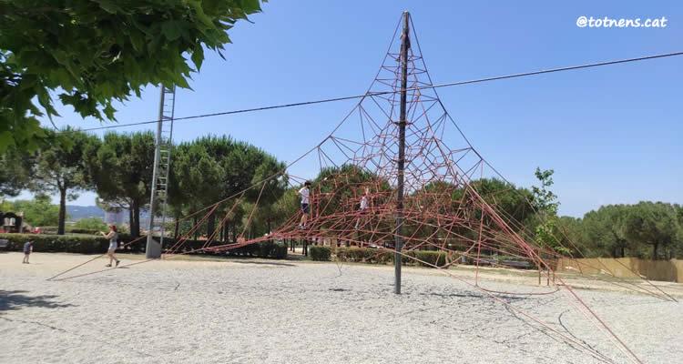 Parc de Catalunya de Sabadell piràmide cordes