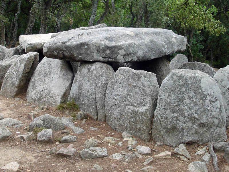 Dolmen de la cova d'en Daina