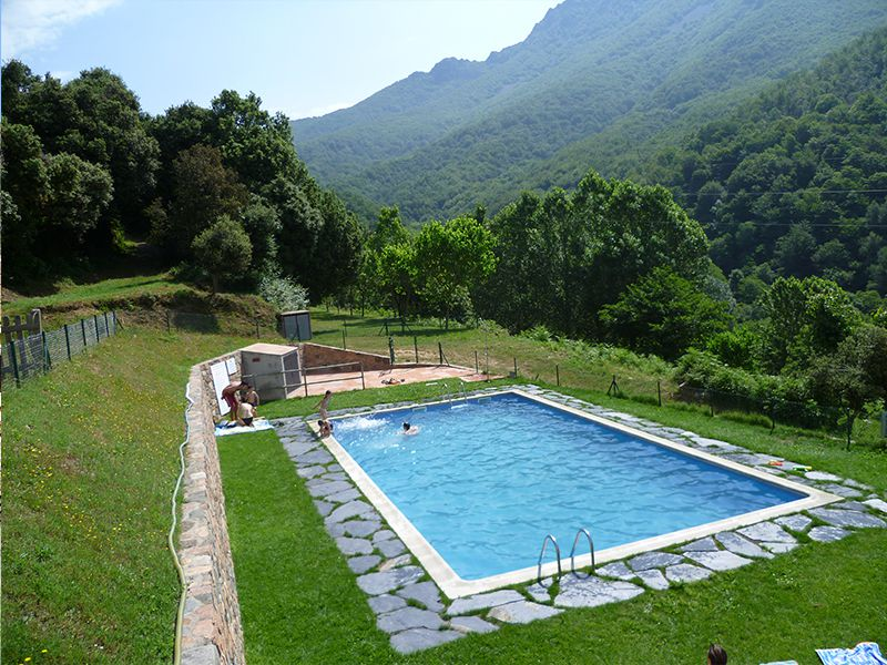 Cases rurals c mping les illes montseny totnens for Les piscines del montseny