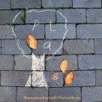 Creatives composicions de tardor amb fulles i troncs