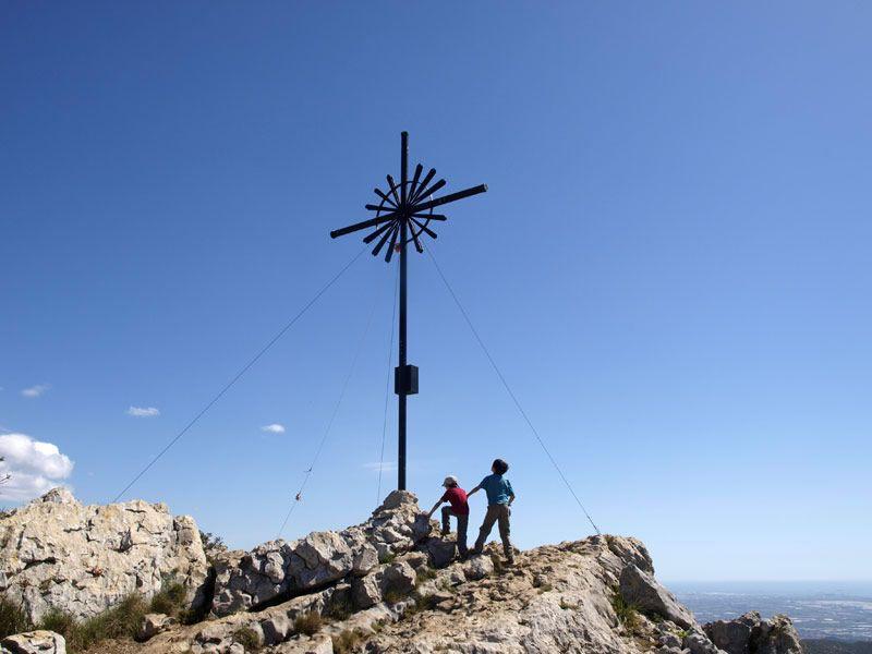 La Morella, el cim del Massis del Garraf