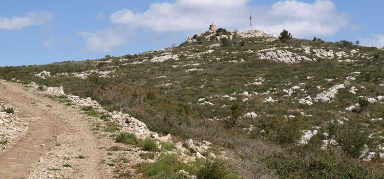 La Morella, el cim del Massis del Garraf amb nens