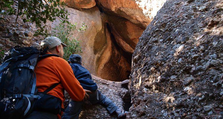 Pujada al Montcau amb nens i visita a la Cova Simanya