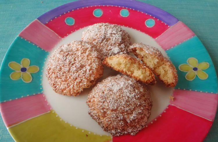 Receptes per a nens amb coco: galetes, mousse i boletes