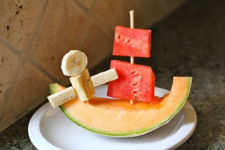 Receptes de fruita per a nens: vitamines de fruita al plat