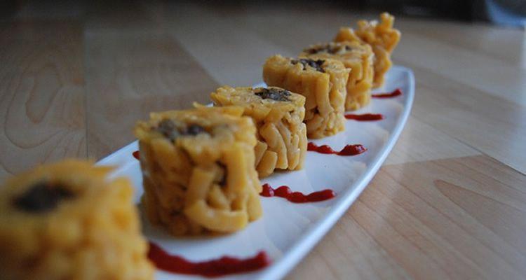 Cuinar amb nens macarrons a l'estil sushi