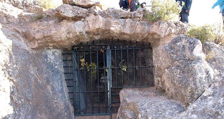 Sant Salvador de les Espases des del Balneari de la Puda