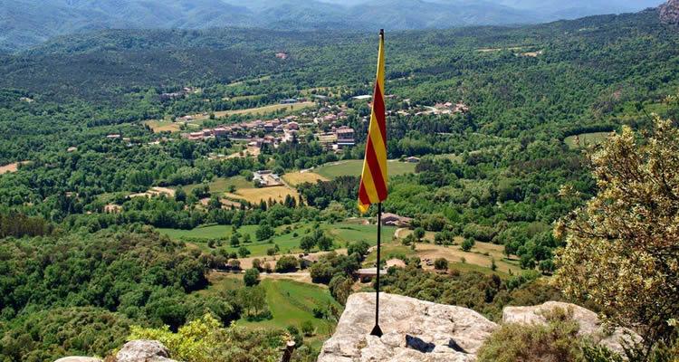 Puig del Far i la Roca del Migdia sobre el Pantà de Sau