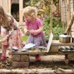 Cuinetes d'exterior per jugar amb aigua i terra
