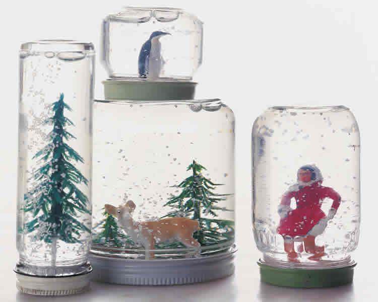 Boles de neu dins un pot de vidre