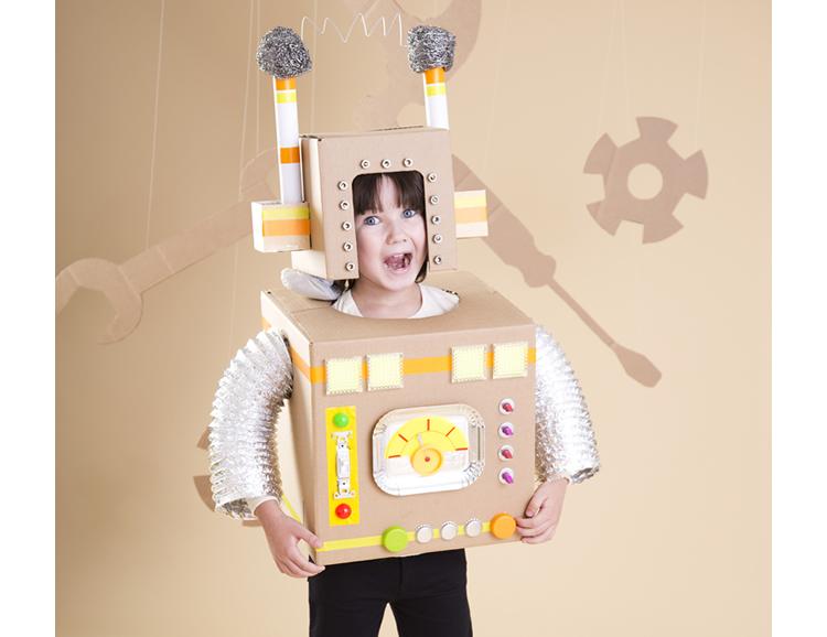 Disfresses infantils amb caixes de cartró