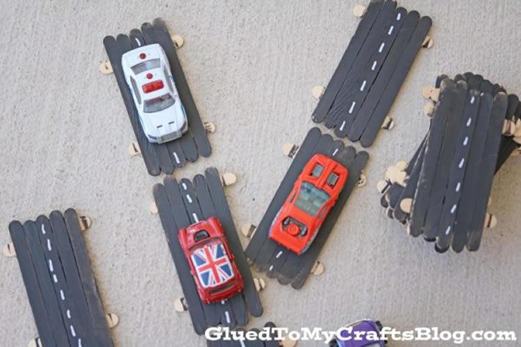 Pistes i circuits per a cotxes amb materials diferents