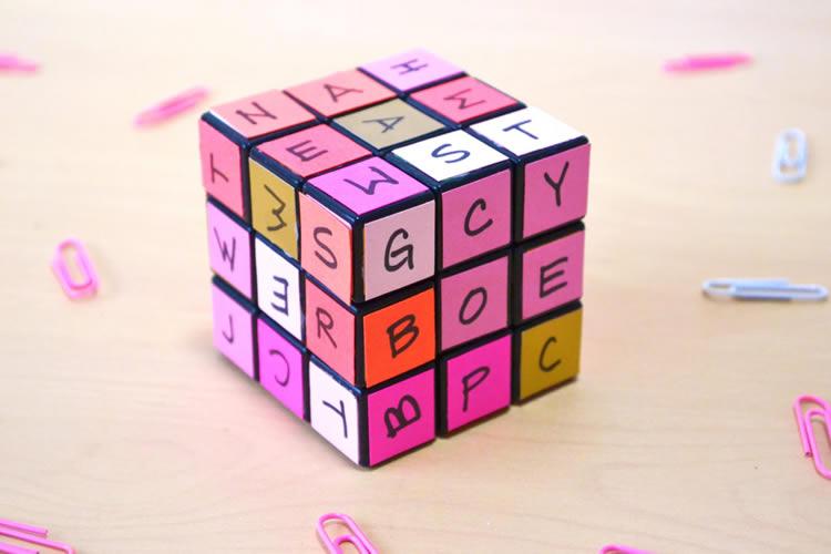 Com fer un cub de Rubik amb lletres
