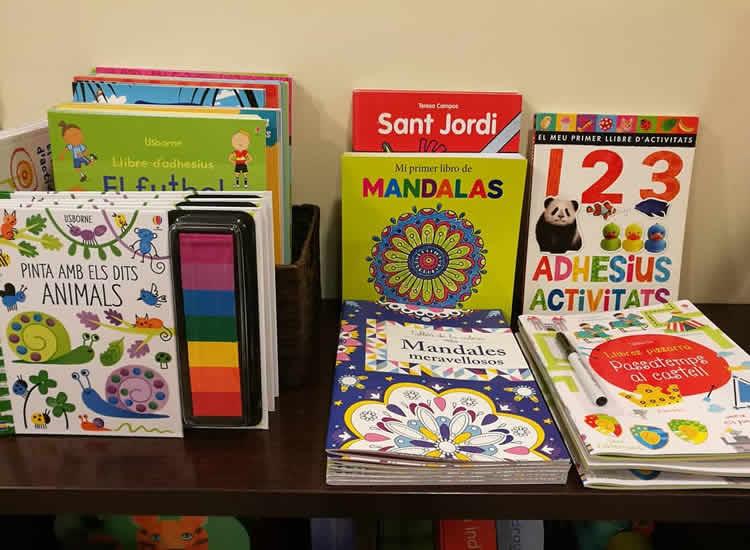 Llibres per a nens creatius per a pintar, enganxar...