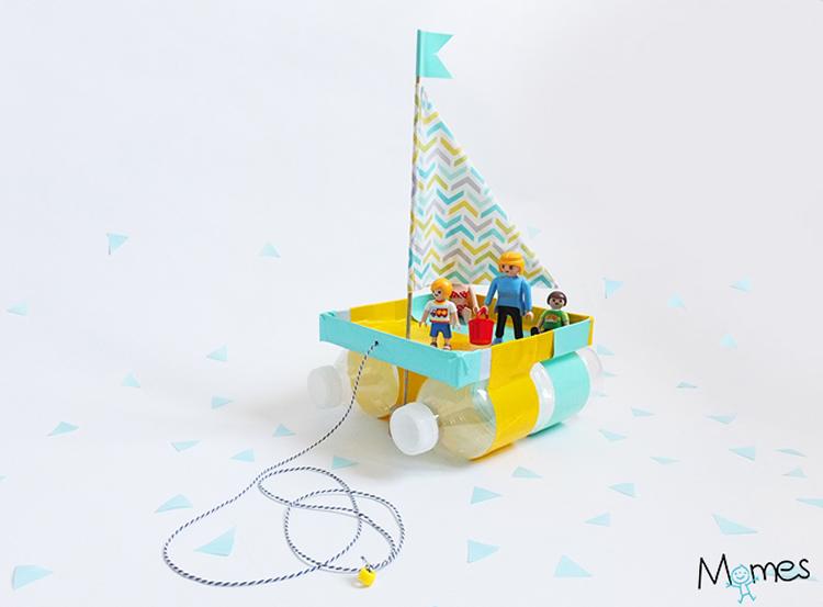Vaixells amb ampolles de plàstic