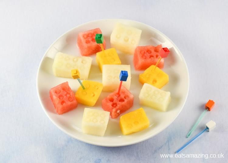 Fruita natural amb forma de peces de Lego