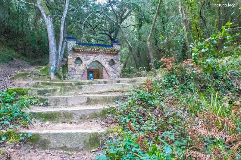 Castell de Burriac pel camí de les fonts