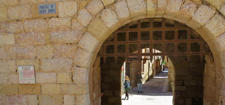 Montblanc, dins i fora muralla