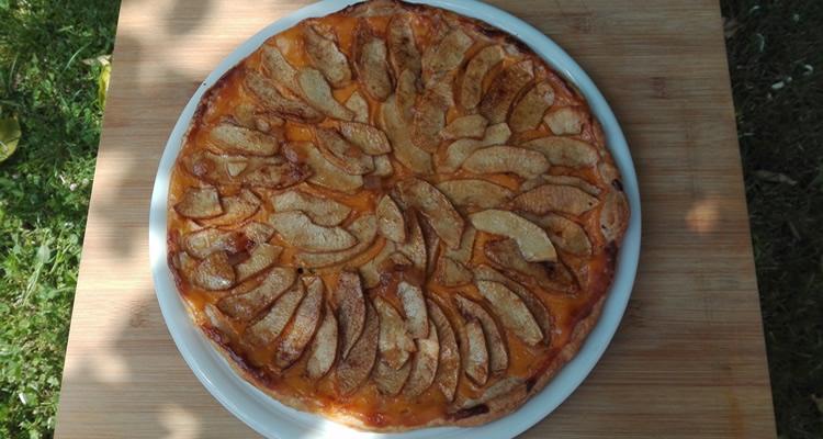 Pastís de poma i canyella amb pasta de full
