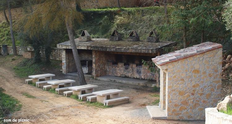 Cova de Santa Llucia a La Bisbal de Falset zona de picnic