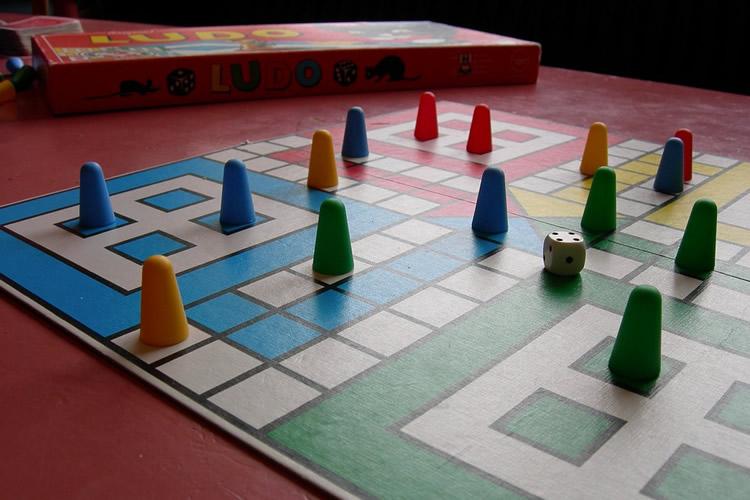 Jocs de taula familiars per a nens