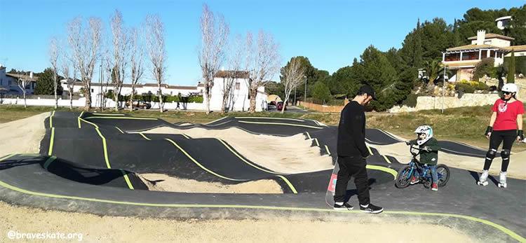 Circuit de pump track de l'Escala icis i patinets