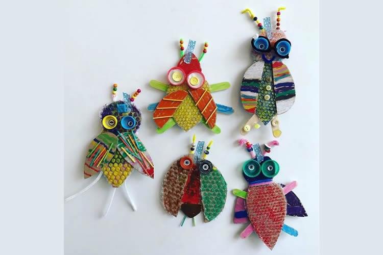 fem una col·lecció d'insectes inventats reciclant