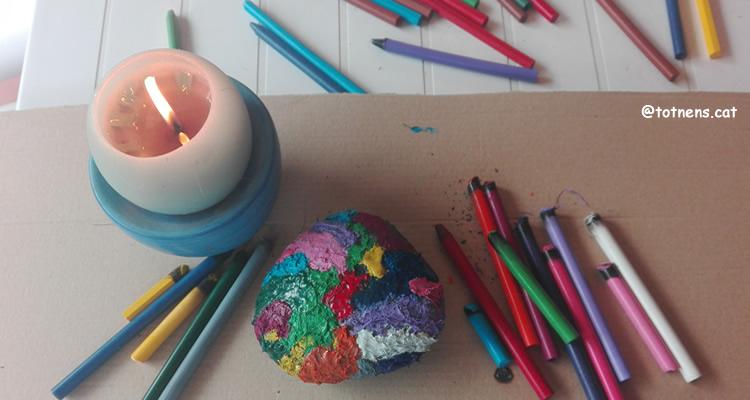 Pintem una pedra calenta amb ceres calentes
