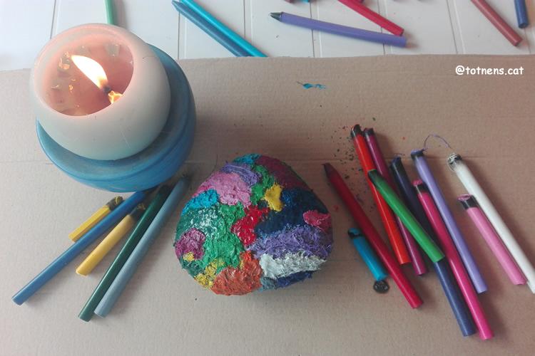 Pintem una pedra calenta amb ceres espelma