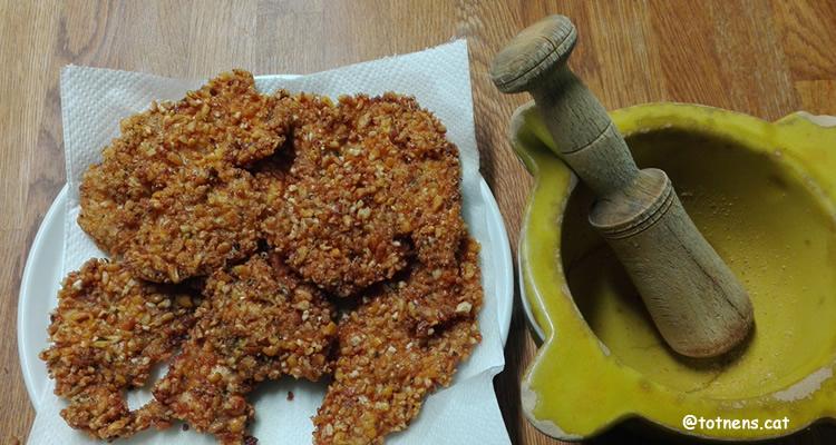 pollastre amb arrebossat cruixent de quicos picats