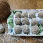 Boles de plàtan, galetes i coco