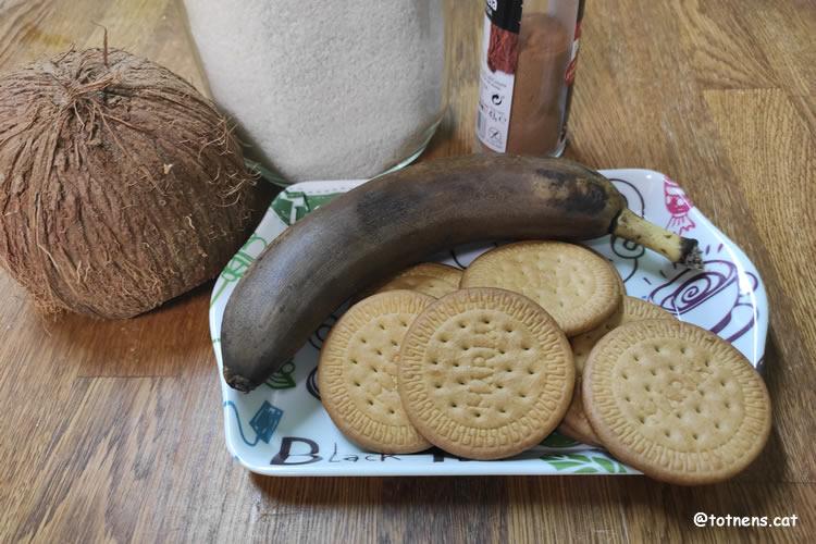 Boles de plàtan, galetes i coco ingredients