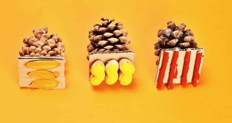 segells d'estampacio de tardor amb pinyes