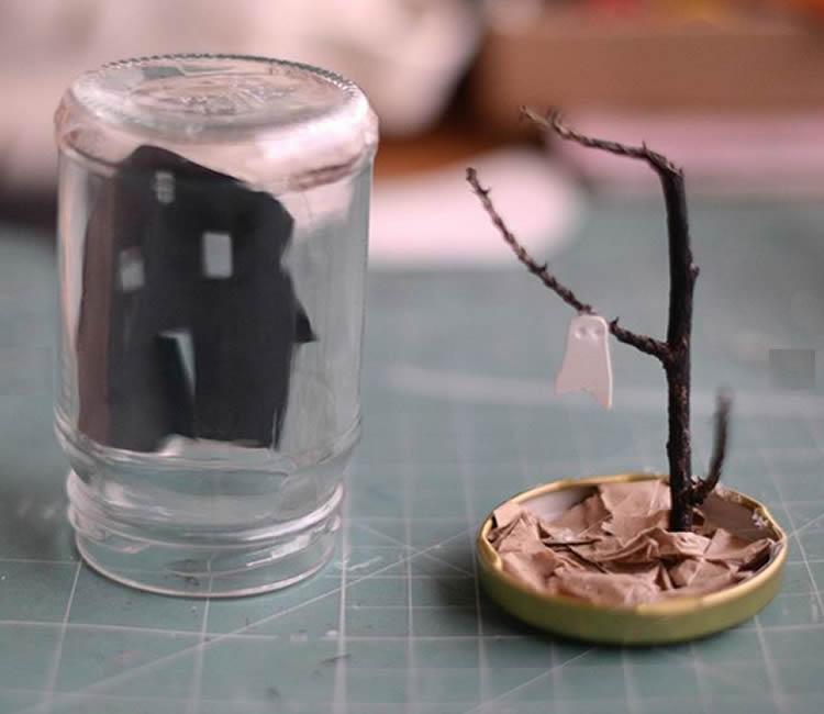 Fantasma de Halloween en un pot de vidre