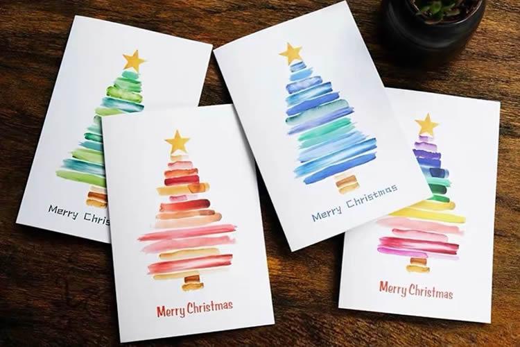 7 Postals d'arbres de Nadal de colors