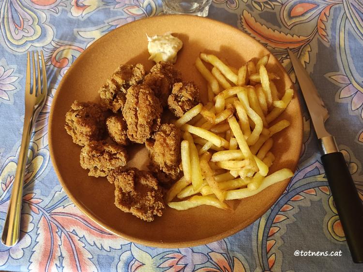 Nuggets de pollastre amb patates fregides