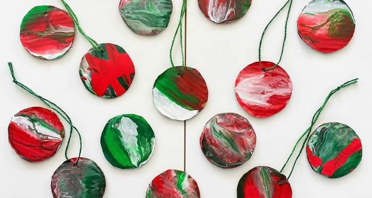 Boles de Nadal per decorar amb pintures