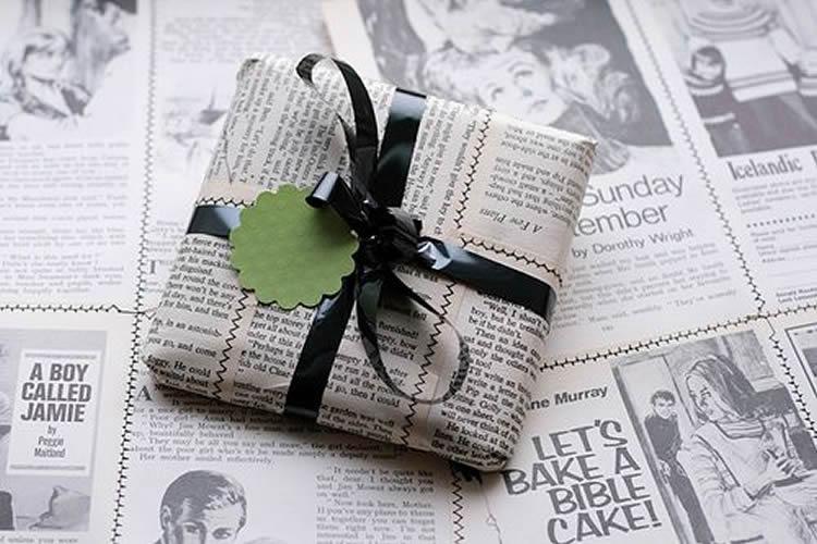Embolicar regals de manera sostenible paper de diari