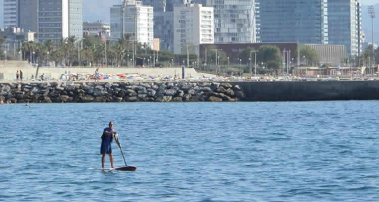 Paddle surf i caic a Barcelona en família