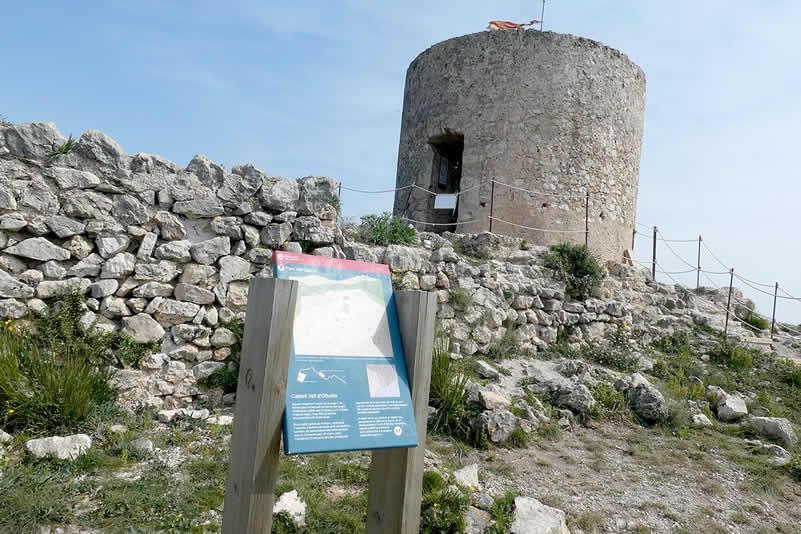 Castell Vell d'Olivella i cova Muntaner